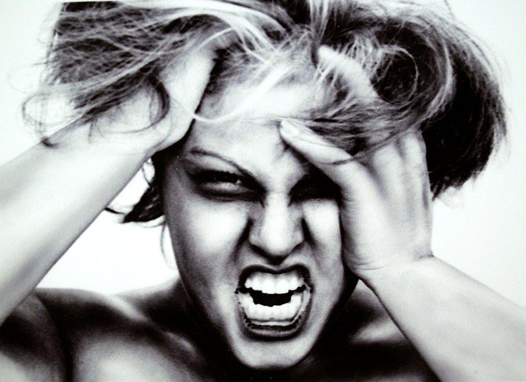 Celos que corroen: Te destruyen a ti, destruyen a tu pareja