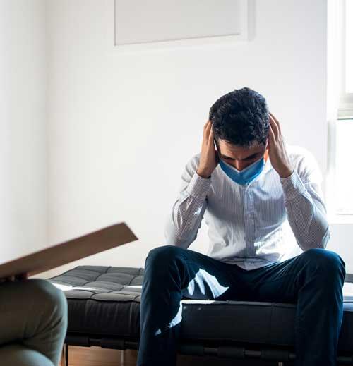 paciente con cubrebocas en el psicólogo
